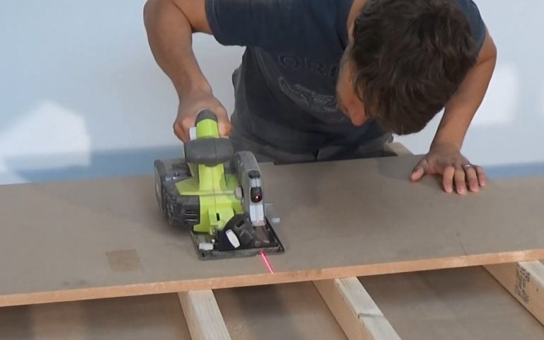 How to use a circular saw to cut straight | Power Saw Expert