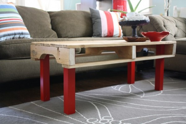 Customization of a coffee table in a pallet