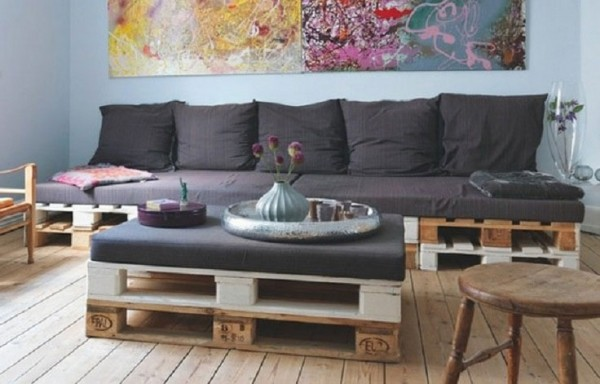 Pallet coffee table with cushion