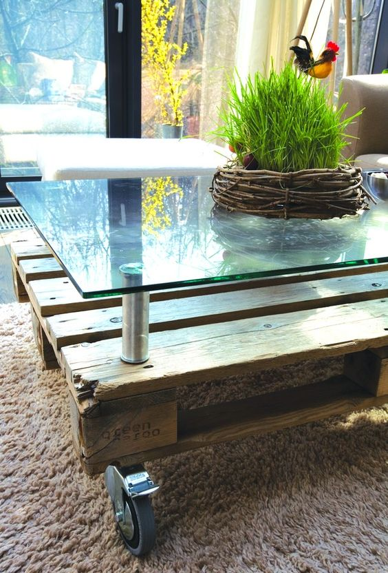 Pallet coffee table with raised glass top